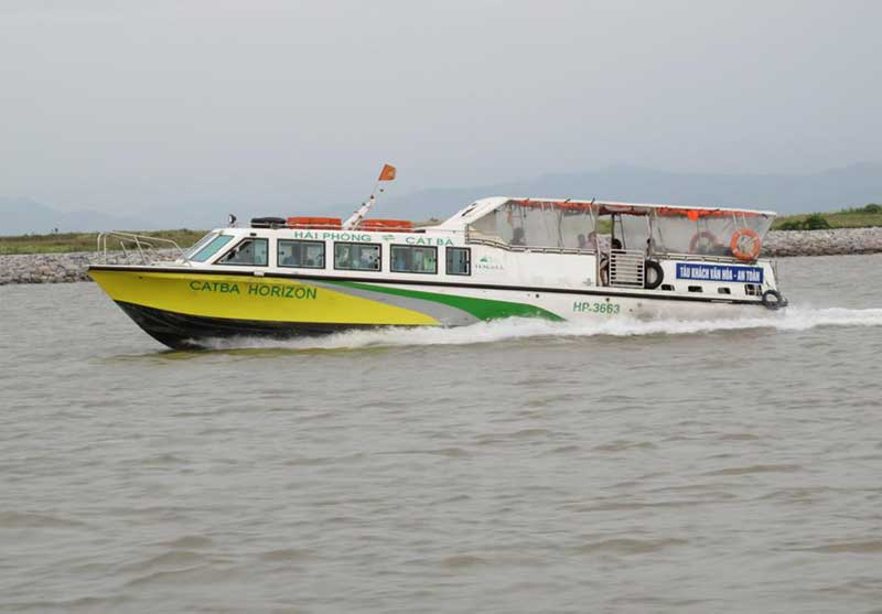 Speed boat to Cat ba